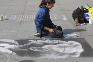 This street artist was working just outside the doors of the gallery!